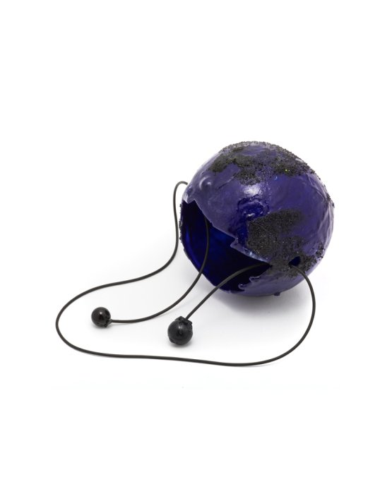 dark-blue-spherical-necklace-2